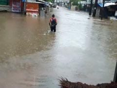 Mumbai News: मुंबई में रात भर बारिश से कई जगहों पर पानी भरा, लोकल ट्रेनें भी रुकीं, 10 बड़ी बातें
