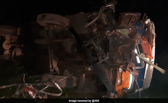 15 Killed, Over 12 Injured In Truck-Bus Collision In Maharashtra