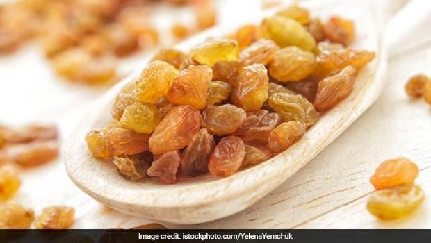 Raisins Benefits: रात को भिगोए हुए किशमिश सुबह खाली पेट खाने से होते हैं ये गजब फायदे, सेहत के लिए है रामबाण!