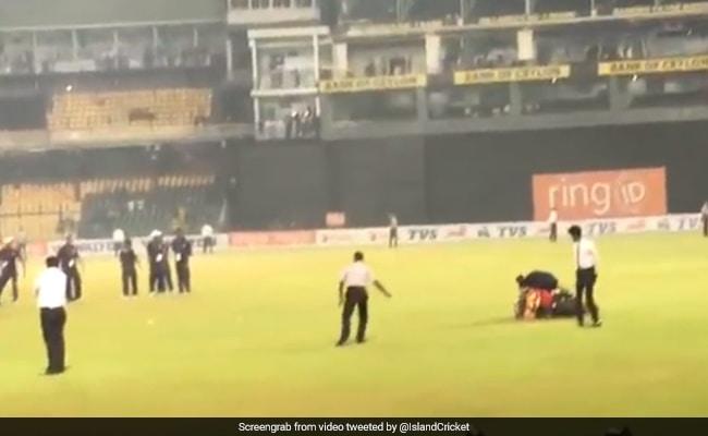 बांग्लादेश को हराकर जीत का जश्न मना रहे थे श्रीलंका के खिलाड़ी, बाइक से गिरे और... देखें VIDEO