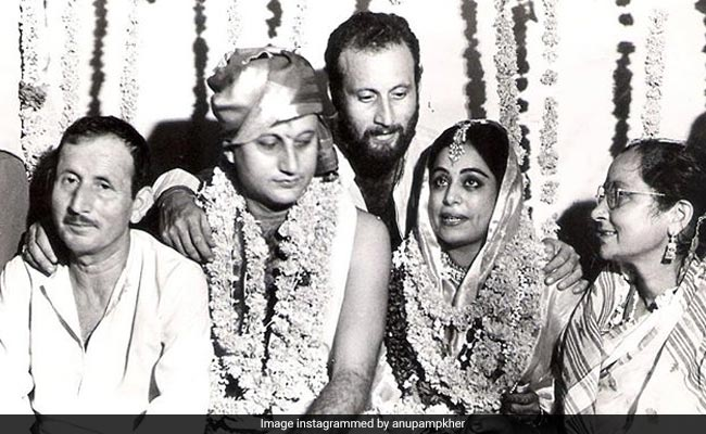 Anupam Kher's Anniversary Post For Kirron Kher Has A Priceless Pic And A Loved-Up Note