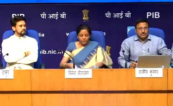 आर्थिक हालात पर वित्त मंत्री का बयान, कहा- सुधार जारी रहेंगे, सरकारी बैंकों को 70 हजार करोड़ रुपये देने की घोषणा