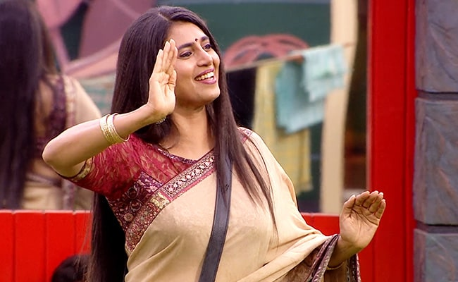 Bigg Boss Tamil 3 Day 46, Written Update: Wild Card Contestant Kasturi Brings Joy To The House