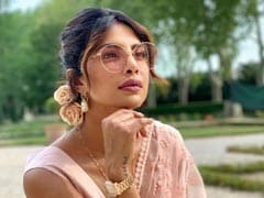 Priyanka Chopra Is In A '<i>Saree</I> Not Sorry' Mood. Once A <I>Desi</i> Girl, Always A <I>Desi</I> Girl