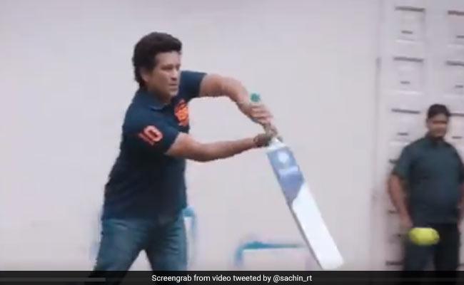 वरुण धवन और अभिषेक बच्चन ने सचिन तेंदुलकर को कराई बॉलिंग, मास्टर-ब्लास्टर ने जमाए चौके-छक्के- देखें Video
