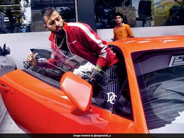 Pandya Brothers Can Be Seen Driving In A Lamborghini Huracan Evo In Mumbai, Watch