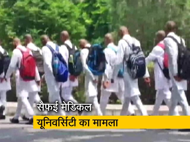Video : उत्तर प्रदेश:  रैगिंग के नाम पर जूनियरों के सिर मुंडवाए