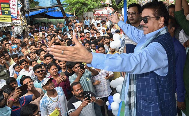 'Who Will Save This Economy': Shatrughan Sinha Returns As Centre's Critic