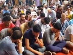 Cut Off From Home, Kashmiris In Delhi Observe Eid At Jantar Mantar