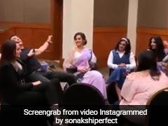 अक्षय कुमार कर रहे थे बातचीत तभी सोनाक्षी सिन्हा ने दे दिया धक्का, फिर हुआ ऐसा...देखें Video