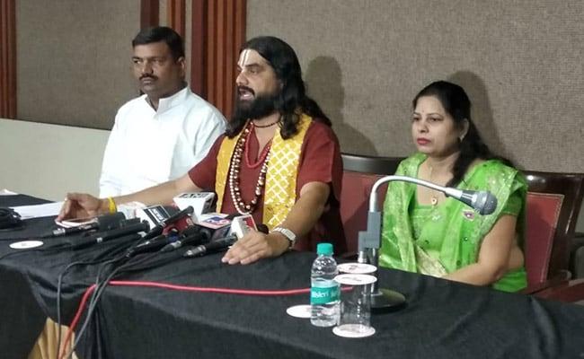 कांग्रेस के लिए प्रचार करने वाले देवमुरारी बापू ने सीएम कमलनाथ को दी धमकी, कहा- कल करूंगा आत्मदाह