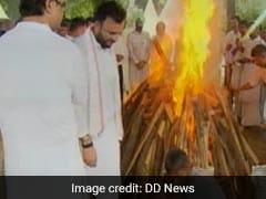 पंचतत्व में विलीन हुए पूर्व वित्तमंत्री अरुण जेटली, निगम बोध घाट पर हुआ अंतिम संस्कार