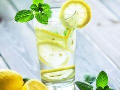 Lemon Water: नींबू पानी है सबसे सस्ता और नेचुरल इम्यूनिटी बूस्टर, जानें नींबू पानी पीने के फायदे और नुकसान