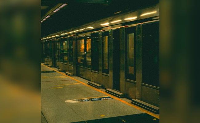 टैगोर गार्डन मेट्रो स्टेशन पर ट्रेन के आगे कूदकर युवक ने दी जान