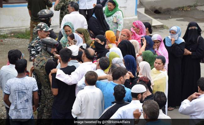घाटी में सरकार का खास इंतजाम, घर तक पहुंचाया जा रहा राशन, 300 स्पेशल फोन बूथ भी लगाए गए