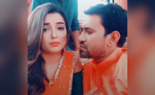 TikTok Top 5 Bhojpuri Video: आम्रपाली दुबे और निरहुआ को भारी पड़ा रोमांस, Video में सच आया सामने