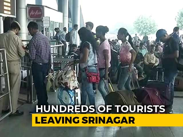 Video : No Tickets, Tourists Rush To Srinagar Airport After 'Leave Valley' Advisory