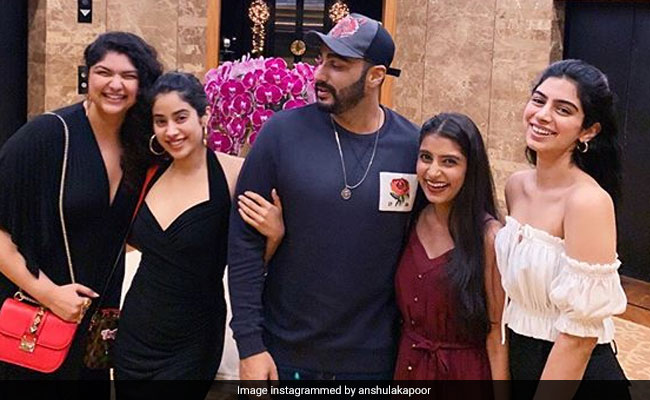 Arjun Kapoor, Janhvi, Khushi And Anshula's Family Portrait Is All About Love