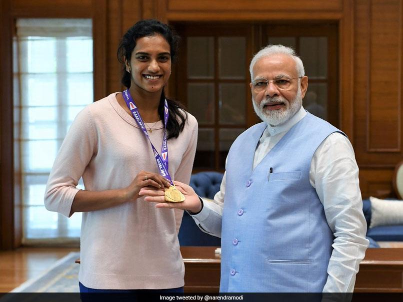 দেশে ফিরে প্রধানমন্ত্রী নরেন্দ্র মোদির সঙ্গে দেখা করলেন PV Sindhu