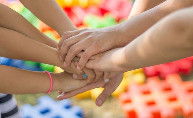 Friendship Day 2019: फ्रेंडशिप डे पर अपने WhatsApp और Facebook पर लगाएं ये स्टेटस