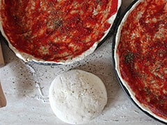 Cooking Hacks: How To Make Healthy And Flavourful Pizza Sauce At Home (Recipe Video)