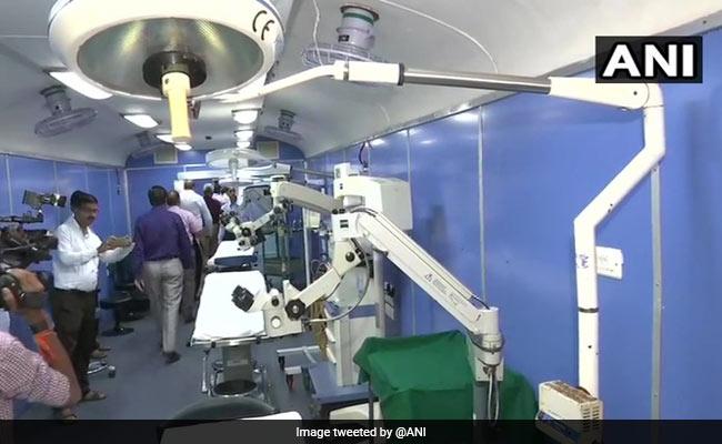 मुंबई के छत्रपति शिवाजी महाराज टर्मिनस पहुंची लाइफलाइन एक्सप्रेस, 12 लाख मरीजों का कर चुकी है इलाज