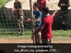 एमएस धोनी फिर दिखे खेल के मैदान में, कश्मीर घाटी में कर रहे हैं ऐसा... देखें VIDEO