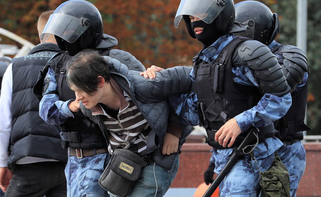 Russian Police Detain Nearly 800 In Opposition Crackdown In Moscow