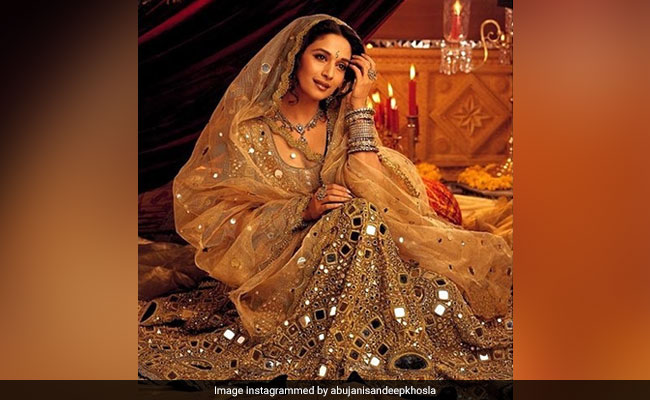 The Story Of Madhuri Dixit's 10-Kg Mirror Work Lehenga In Devdas