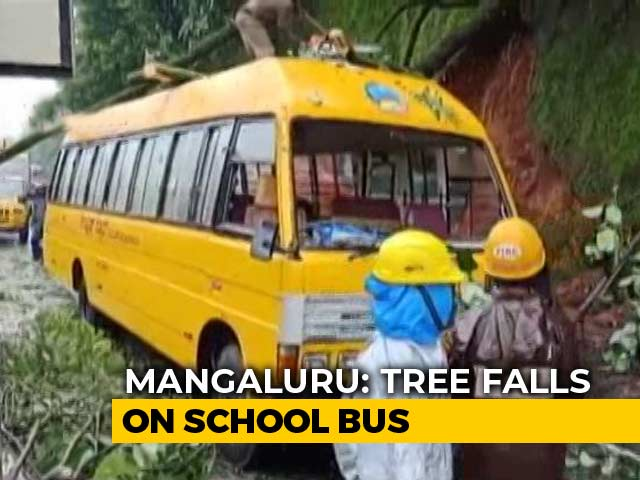 Video : Tree Falls On School Bus In Flood-Affected Karnataka, 17 Students Injured