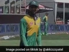 बाउंड्री पर खड़े शोएब मलिक हुए भारतीय फैन्स से परेशान, देखते ही चिल्लाने लगे- 'जीजू...' देखें VIDEO