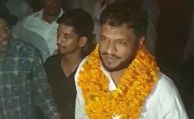 बुलंदशहर हिंसा: जमानत पर छूटे आरोपियों का माला पहनाकर हुआ स्वागत, जय श्री राम के लगे नारे, देखें VIDEO
