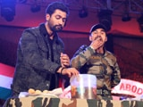 Video: Vicky Kaushal vs Army Soldier In <i>Golgappa</i> Eating Competition. Who Wins?