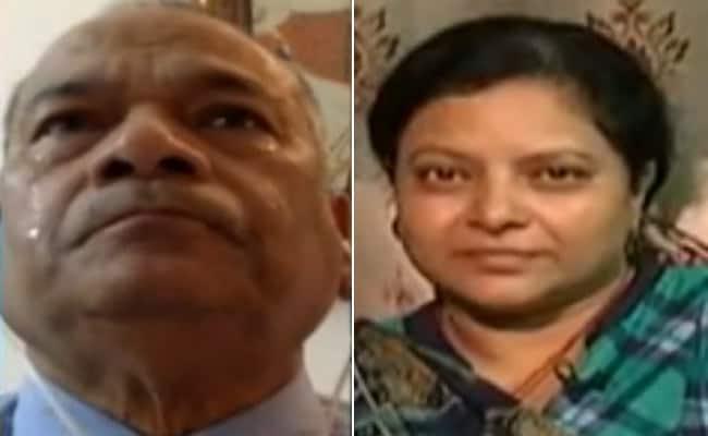 Bulandshahr Violence: मारे गए इंस्पेक्टर सुबोध की पत्नी की बात सुनकर अपने आंसू नहीं रोक सके पूर्व DGP, देखें VIDEO