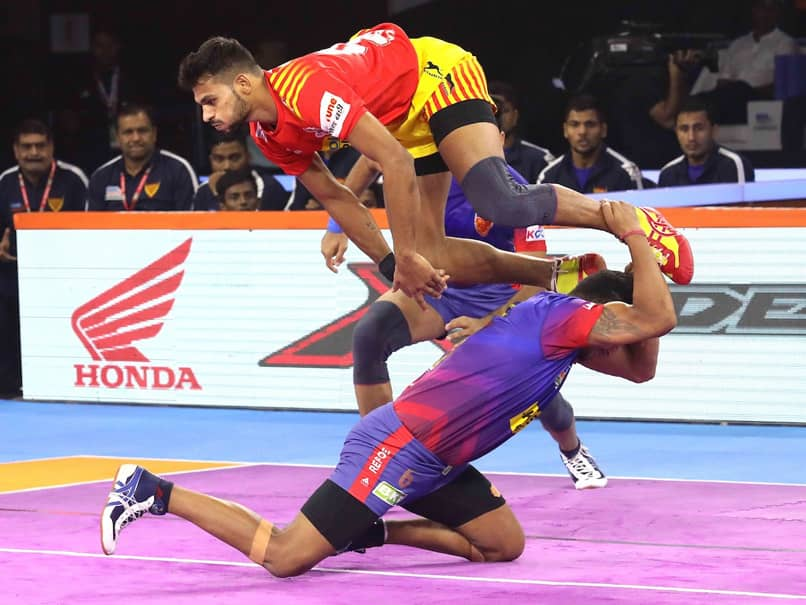 PKL 7: Unbeaten Gujarat Fortune Giants  Outclass Dabang Delhi 31-26