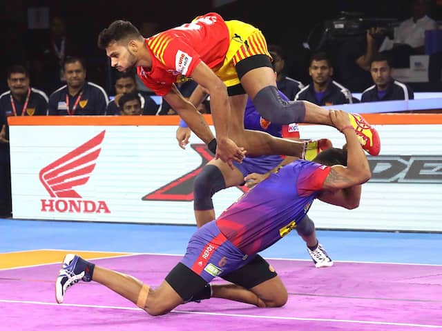 PKL 7: Unbeaten Gujarat Fortune Giants  Outclass Dabang Delhi 31-26