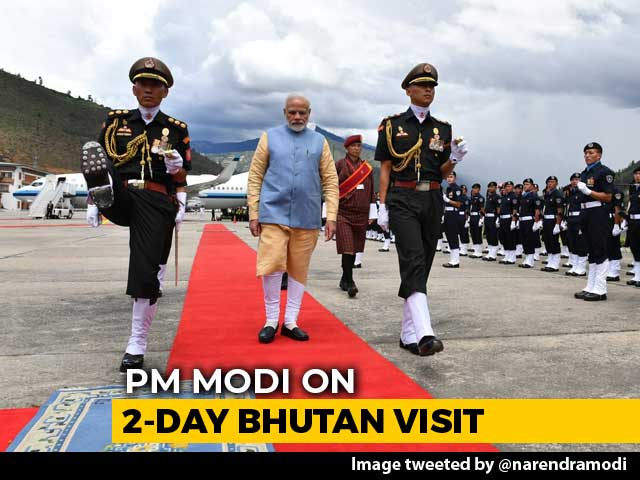 Video : Watch: PM Modi Receives Guard Of Honour On His Arrival In Bhutan