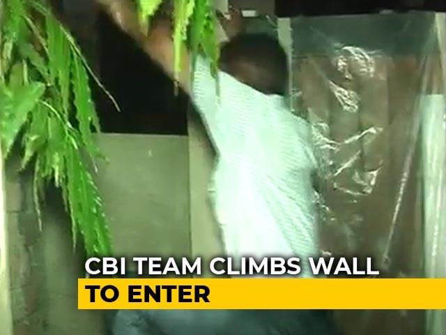 Video : CBI Team Climbs Wall At P Chidambaram's House