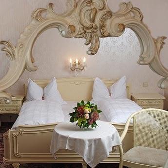 आपके बेडरूम का लुक बदल देंगे ये 7 मिरर