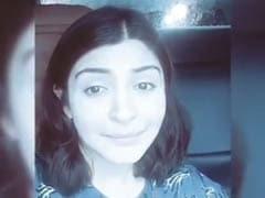ट्रैफिक में फंसकर यूं फूट-फूटकर रोने लगी अनुष्का शर्मा, देखें वायरल Video