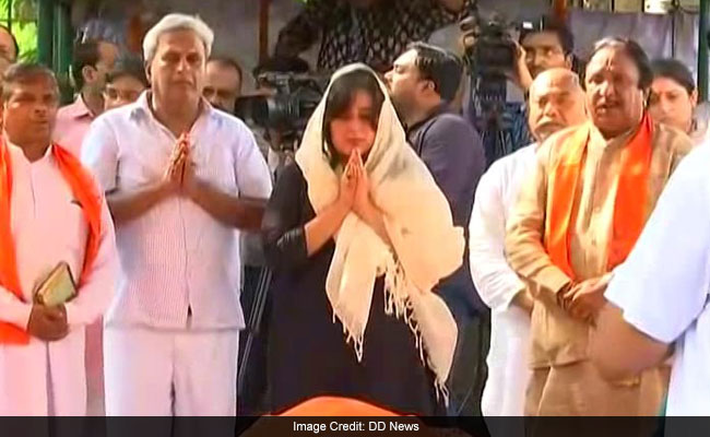 राजकीय सम्मान के साथ सुषमा स्वराज का हुआ अंतिम संस्कार, बेटी बांसुरी ने पूरी की रस्म