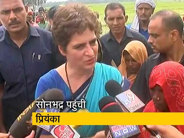 Videos : सोनभद्र नरसंहार पीड़ितों से मिलीं प्रियंका गांधी, सरकार पर उठाए सवाल