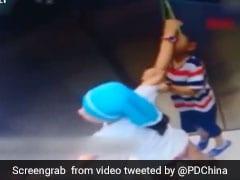 लिफ्ट में रस्सी से लटक गया भाई, बहन ने ऐसे बचाई जान, CCTV में कैद हुआ हादसा