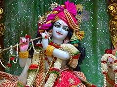 Krishna Janmashtami पर ऐसे सजाएं ठाकुर जी और उनके झूले को