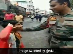 बाढ़ की विभीषिका के बीच जवान को सैल्यूट कर बोली बच्ची, 'आप बहुत अच्छा काम करते हो', वायरल हो रहा VIDEO