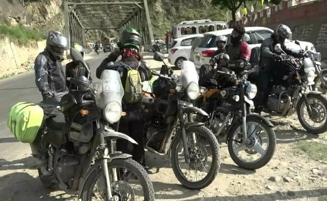 Bikers Going To Ladakh Stopped From Entering Kashmir Valley Amid Tension