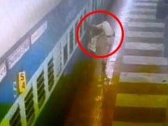 VIDEO: चलती ट्रेन में प्लेटफॉर्म के बीच फंसा यात्री का पैर, CCTV में कैद हुआ हादसा
