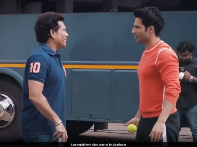Sachin Tendulkar plays Cricket with Varun Dhawan and  Abhishek Bachchan