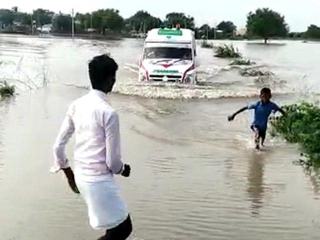 Video : 12-Year-Old Boy Guides Ambulance Over Flooded Bridge In Karnataka