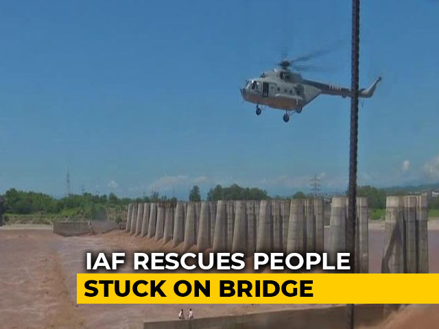 Video : Watch: Air Force's Dramatic Rescue Of 2 Men From J&K's Flooded Tawi River